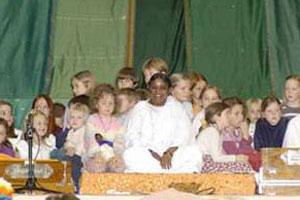 Amma with children