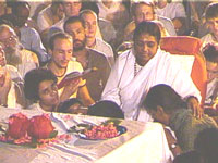 Amma consoling victims of the Gujarat earthquake
