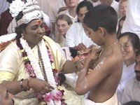 Amma conducts Sacred Thread ceremony