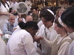 Amma gives darshan to a Jewish couple