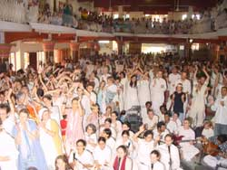 Westerners singing for Amma