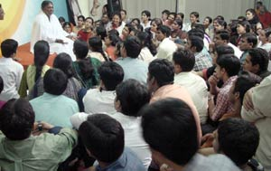 Amma talking with medical students in Amritapuri