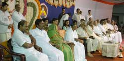 Amma with dignitaries in Pondicherry