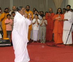 Amma dancing on Onam 2004