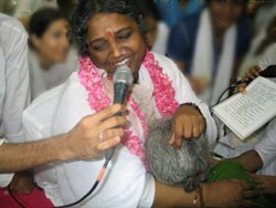 Amma singing during darshan