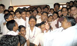 Amma with Amritvidyalayam Perumbavoor students