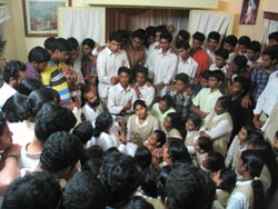 Amma talking to students