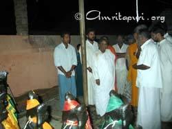 Amma visiting a tsunami relief camp in Lechakkupam, Nagapattinam District, Tamil Nadu