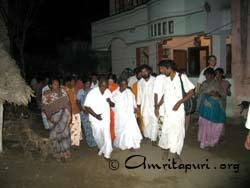 Amma visiting tsunami relief camp in Lechakkupam, Nagapattinam District, Tamil Nadu