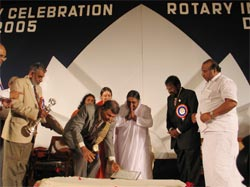 Amma receives Rotary International's Centenary Legendary Award for Service to Humanity, International Understanding
