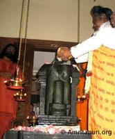 Amma installing the murthi in Trissur