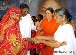 Amma on stage distributing house keys