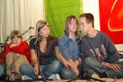 Munich children singing for Amma