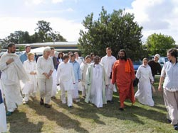 Amma with devotees in Australia