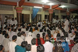 Amma meets with ashram residents in Amritapuri
