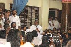 Amma meeting with ashram residents