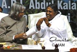Amma talks to the President of India, Dr. A.P.J. Abdul Kalam