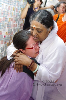 Amma consoling a refugee at the camp