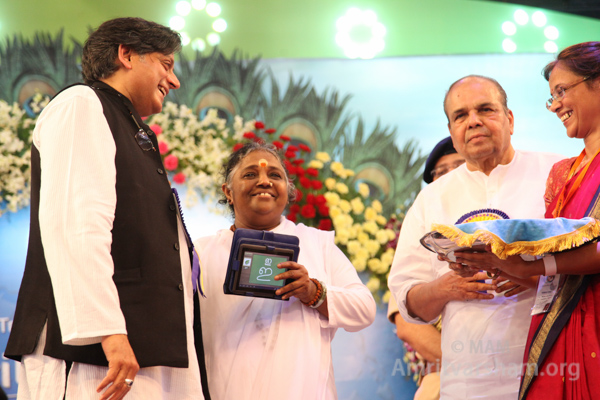 amma-with-tablet