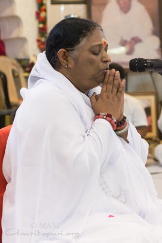 Amma leading peace prayer