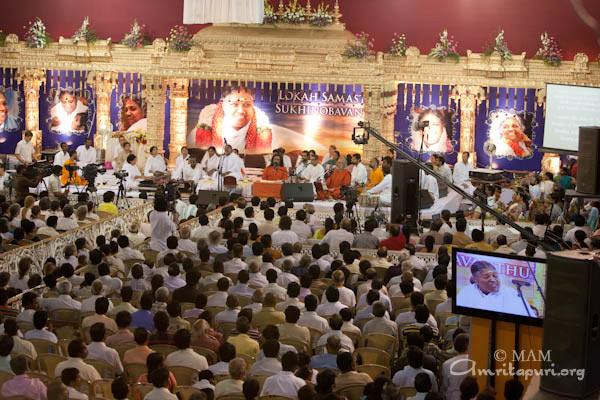 Amma in Hyderabad (2010) - Mata Amritanandamayi Devi