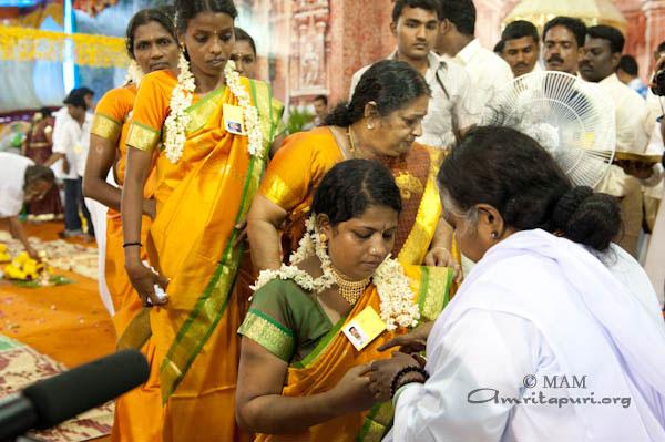 Free Marriages Archives - Amma, Mata Amritanandamayi Devi