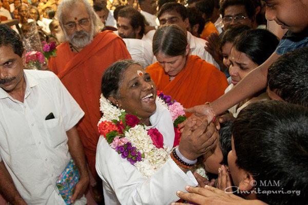 Amma in Kozhikode (2011) - Mata Amritanandamayi Devi
