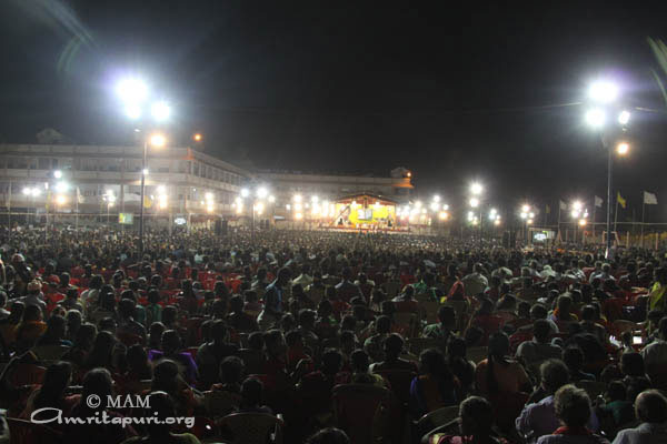 devotees who came to attend Amma's program