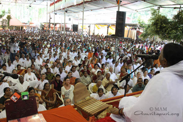 Amma addressing the gathering
