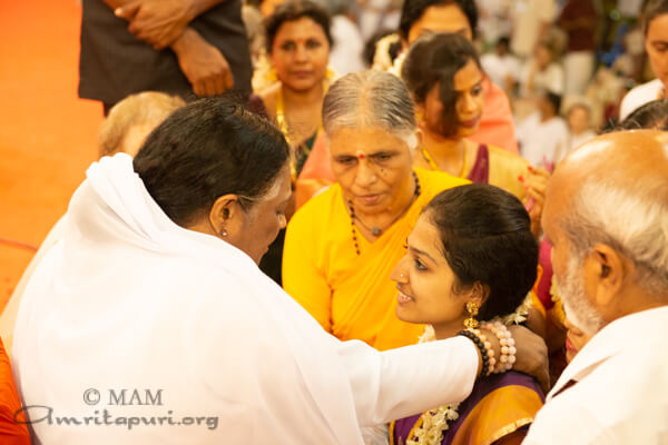 Free Marriages Archives - Amma, Mata Amritanandamayi Devi